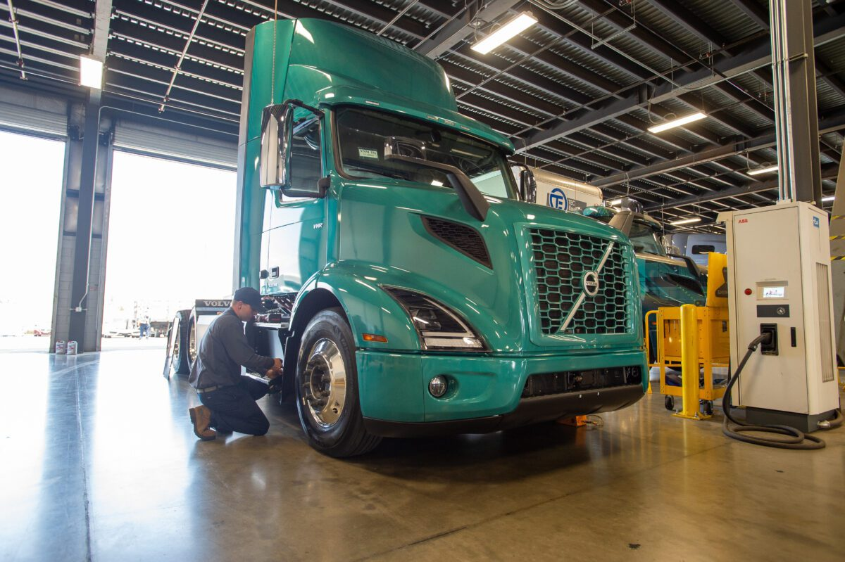 Volvo VNR Truck